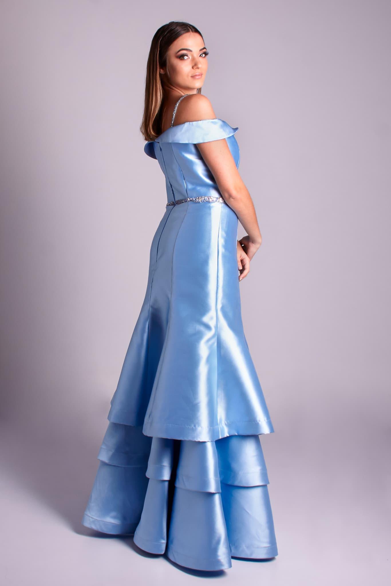 11 - vestido ombro a ombro azul serenity com saia em camadas