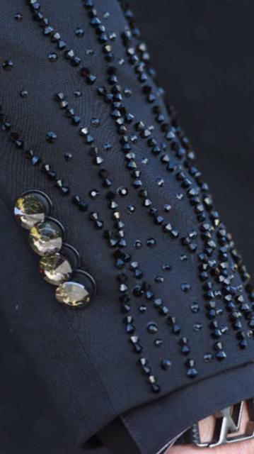 40 - Smoking preto estilizado com cristais e botões Swarovski