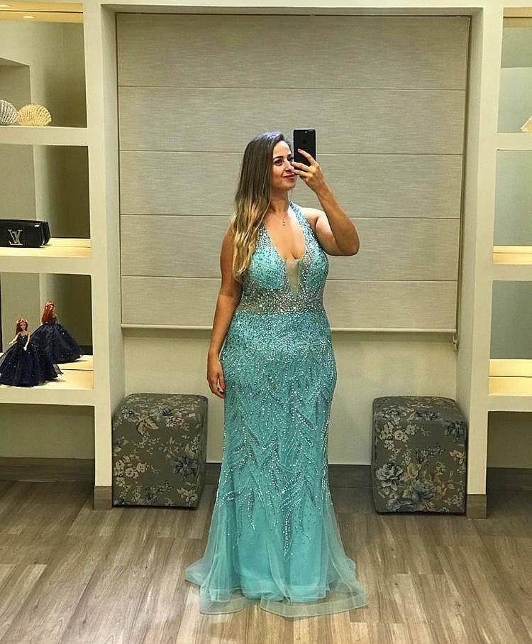 50 - Vestido sereia tiffany de tule bordado com decote V