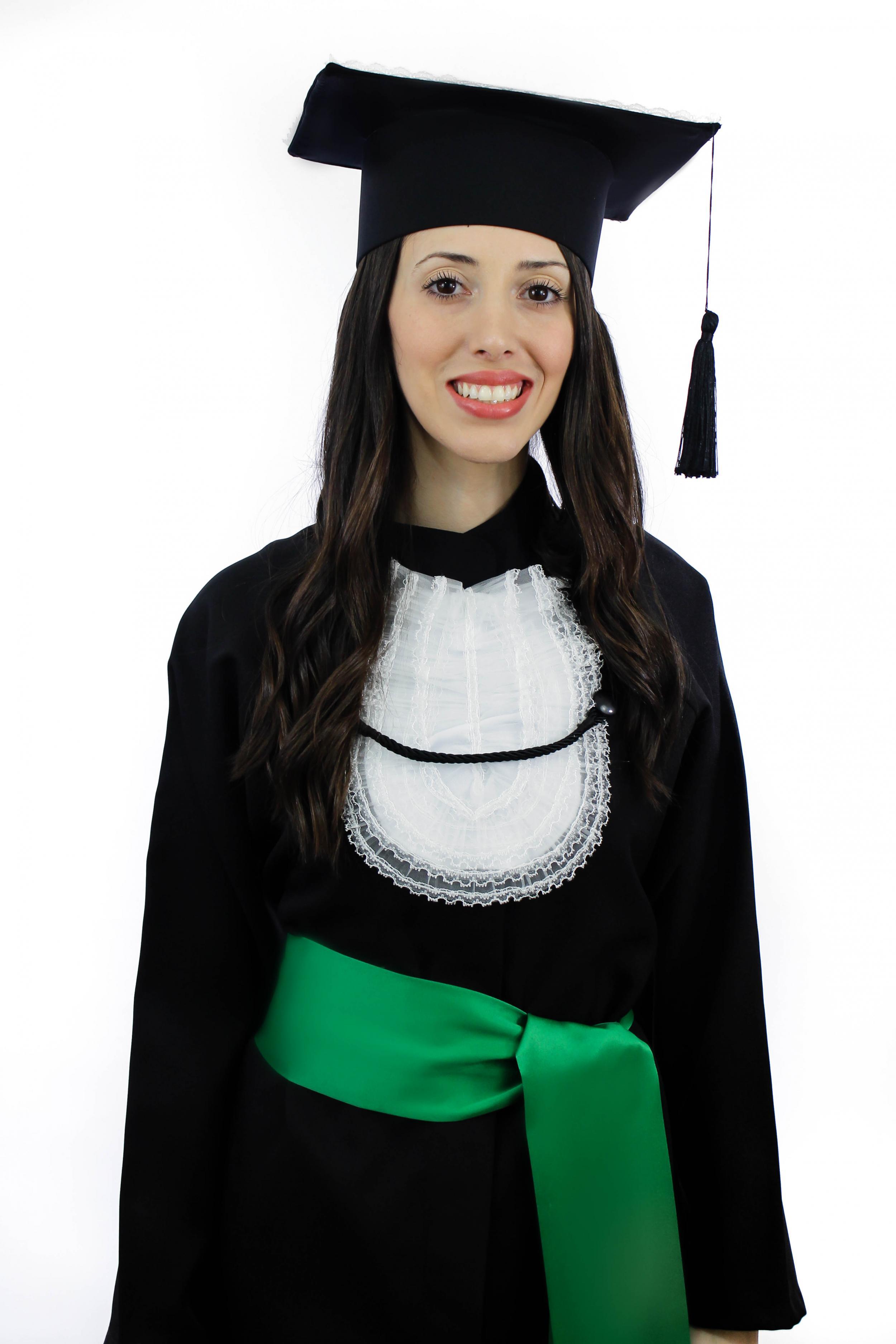 7 - beca tradicional com faixa verde e capelo