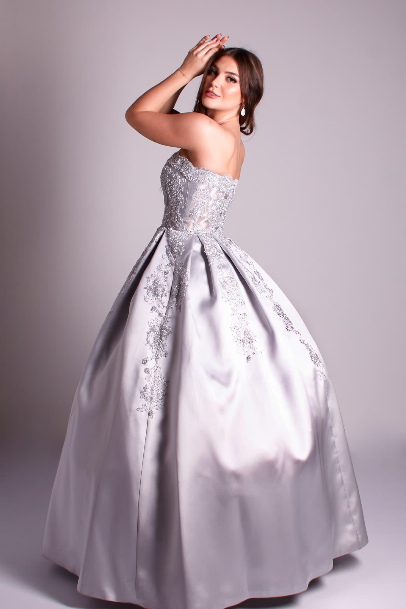 17 - Vestidoprata de valsa com renda e sem alças