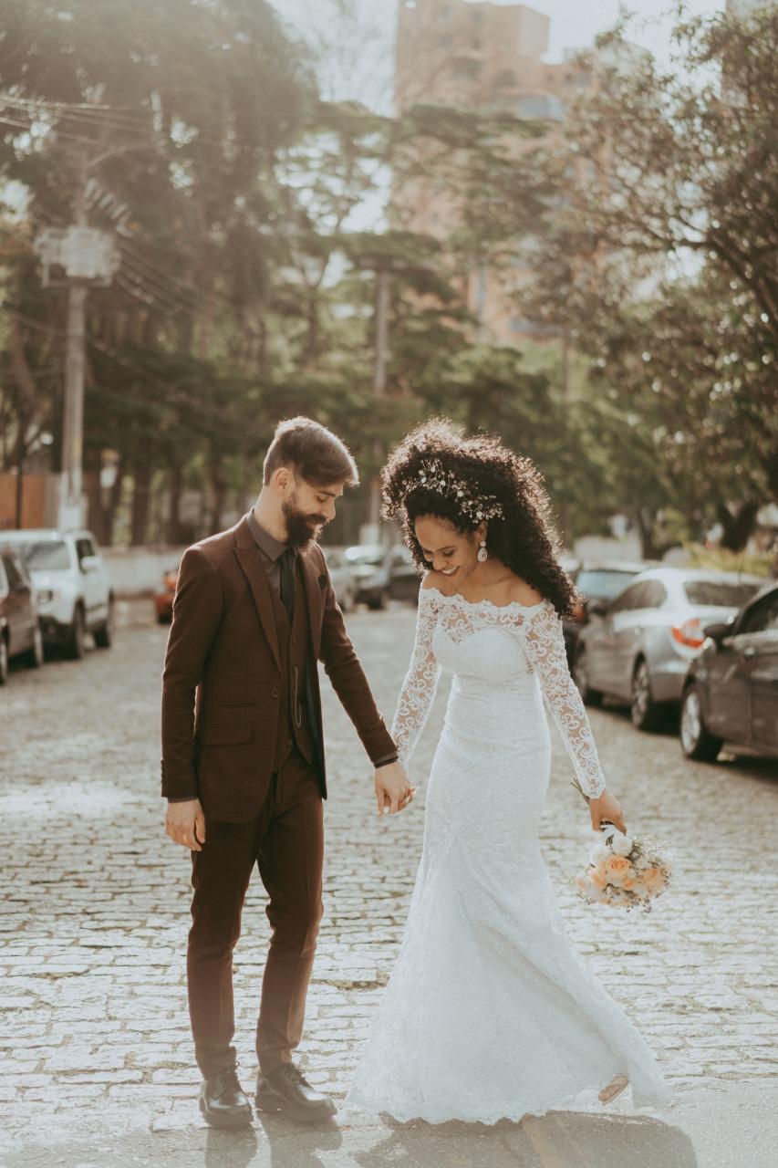 9 - Vestido de noiva estilo boho de renda com manga comprida
