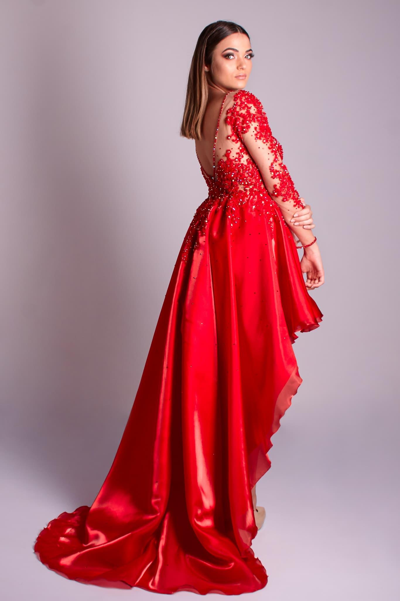 88 - Vestido vermelho de renda com cristais, manga longa e saia mullet