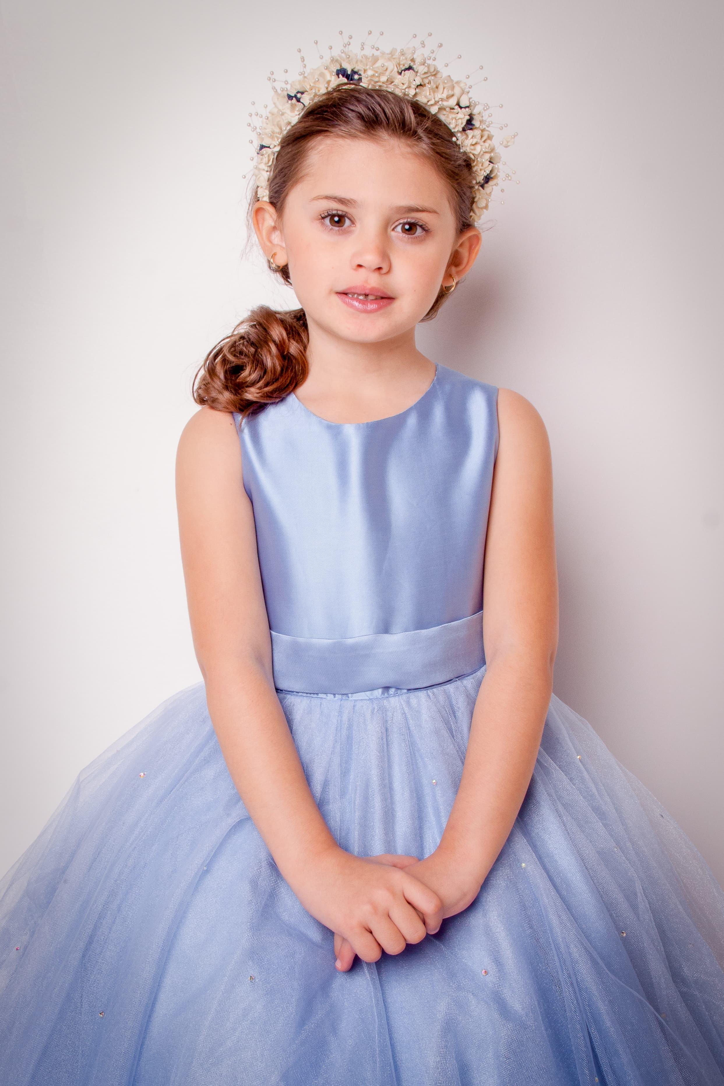 16 - Vestido de daminha azul serenity com mini cristais na saia de tule