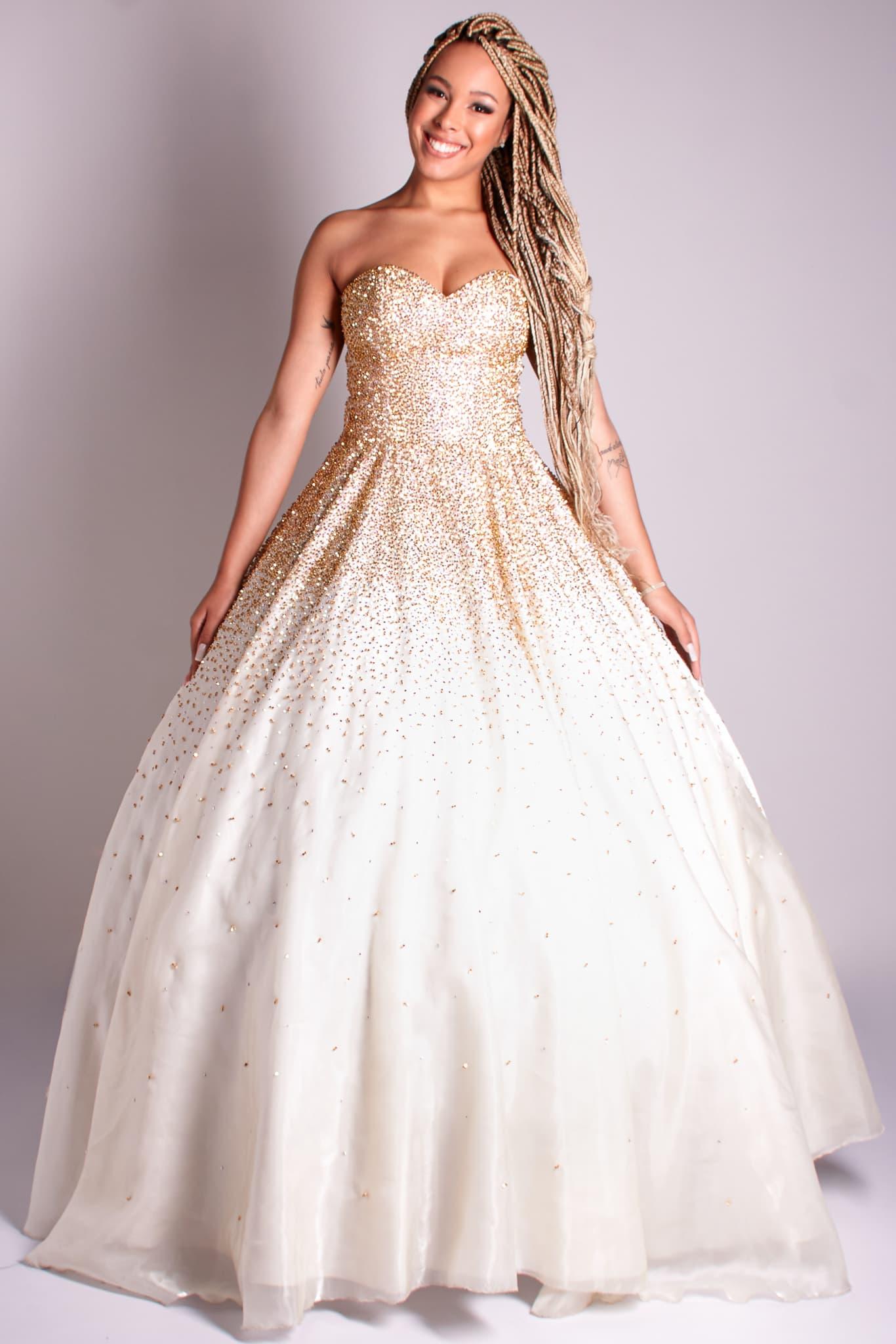 5 - Vestido de valsa offwhite bordado à mão em cristais dourados