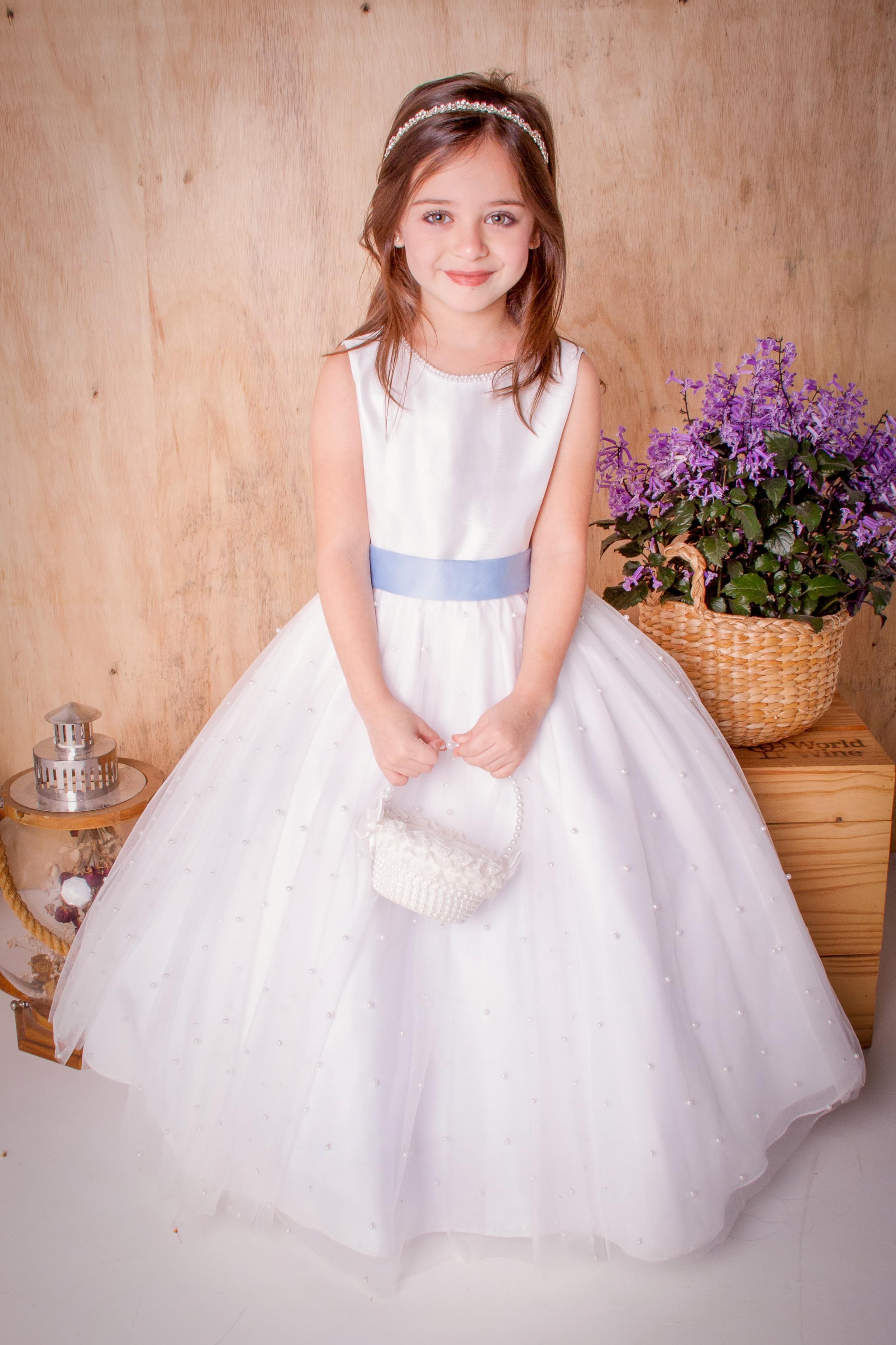 13 - Vestido de dama branco com perolinhas na saia