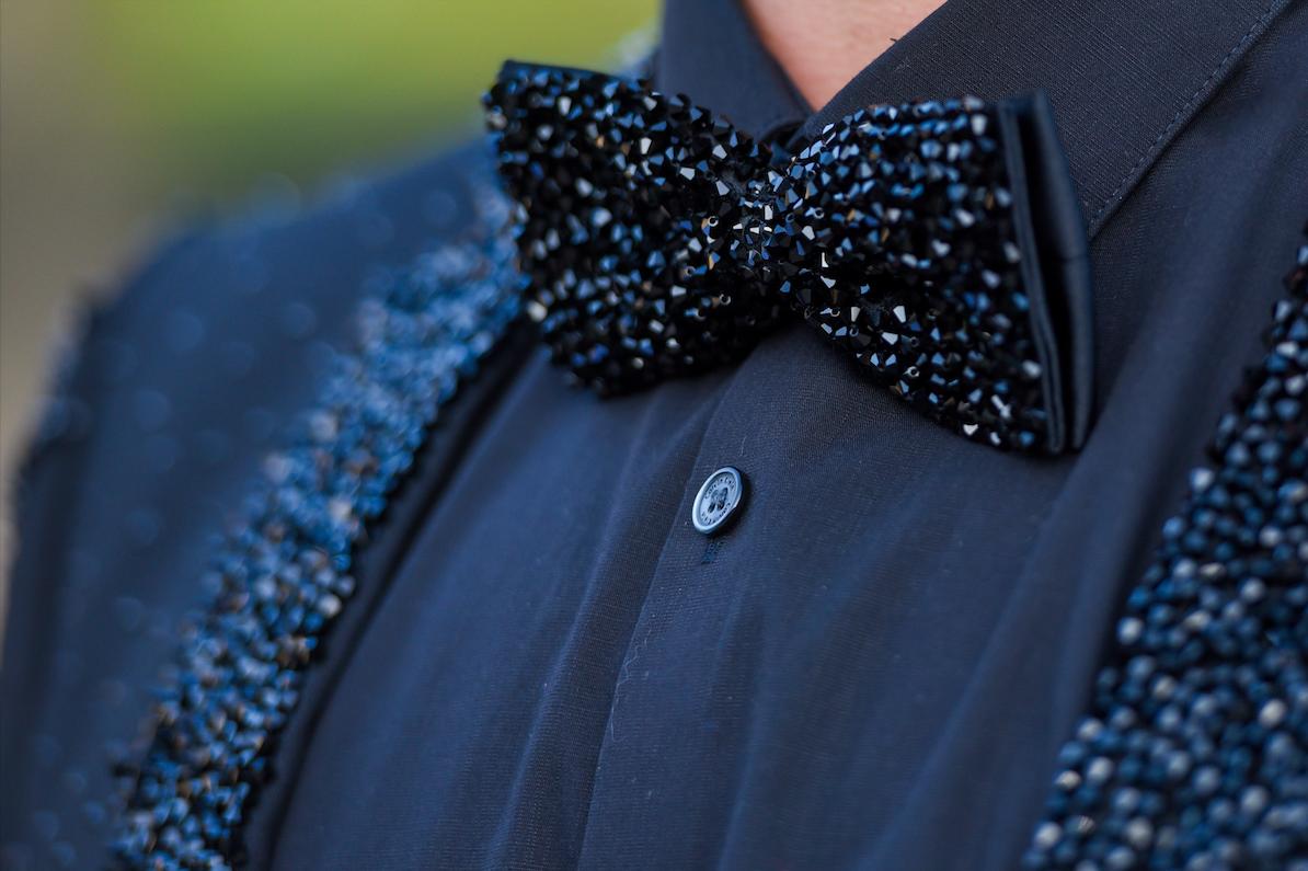 30 - Gravata borboleta e lapela bordadas em cristais Swarovski