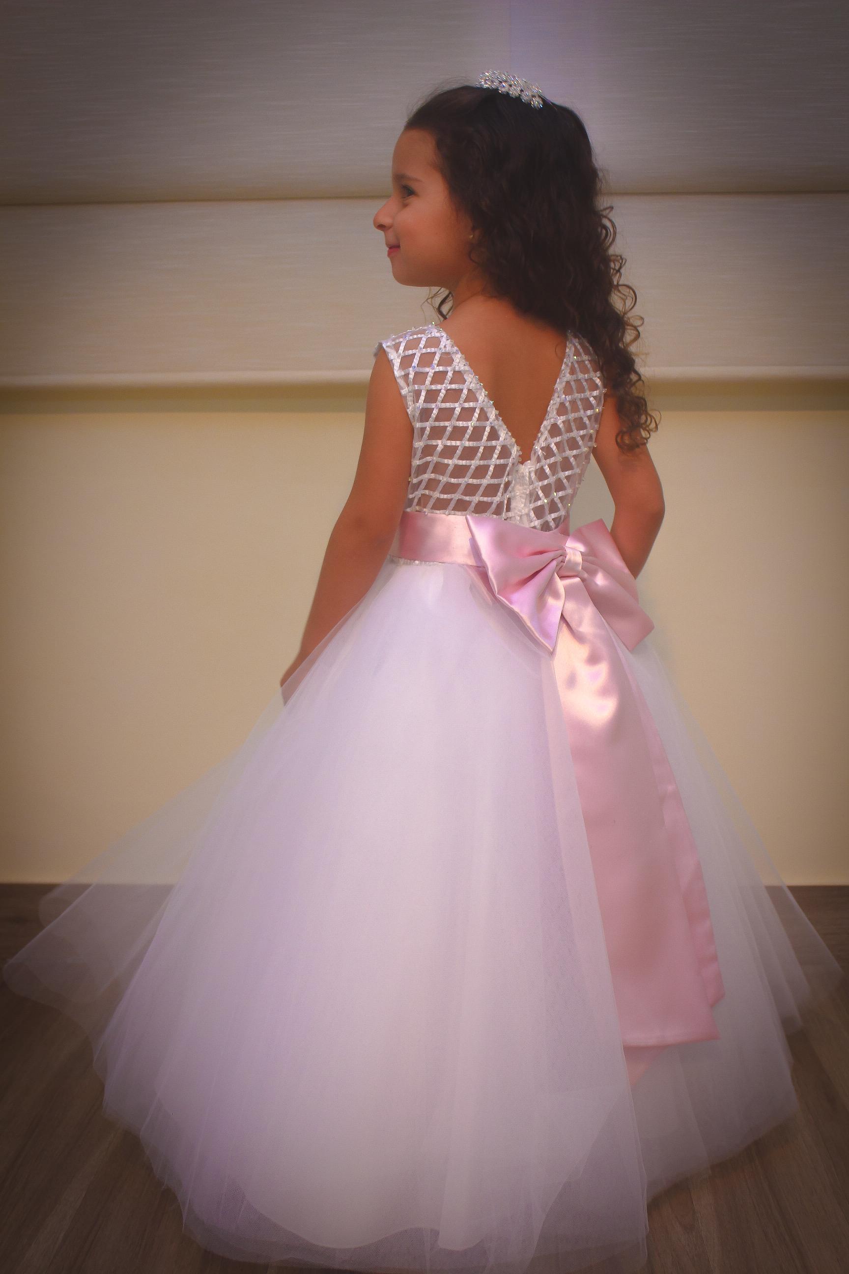 5 - Vestido de daminha de renda com cristais e saia de tule