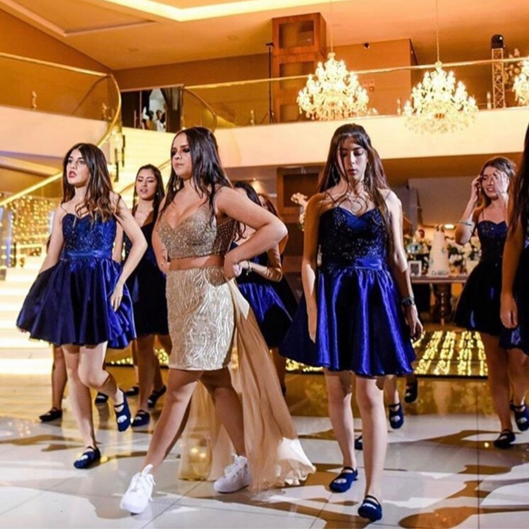 A pista de dança ganha mais brilho com os vestidos da Tidy.