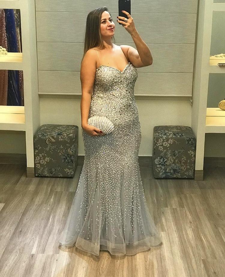 Selfie de mulher usando vestido